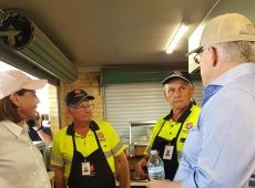 Prime Minister with SAES at South Queensland's bushfire affected area
